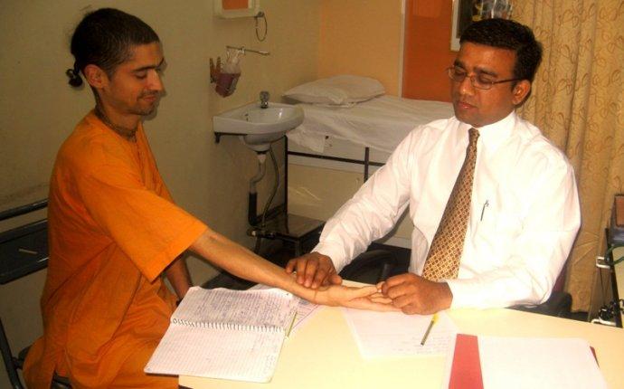 Ayurvedic doctors Dr.Nanasaheb Memane and Dr.Sonal Memane