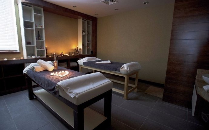 FULL BODY AYURVEDA RELAXATION MASSAGE & HERBAL TREATMENTS IN