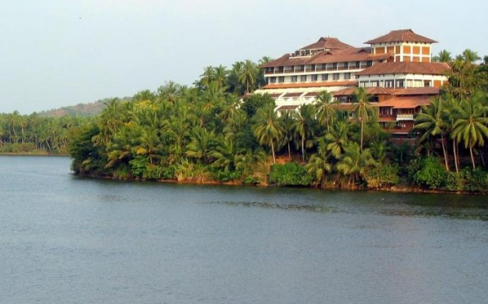 Welcomhotel Raviz Kadavu – Resort and Ayurveda Spa | Malabar